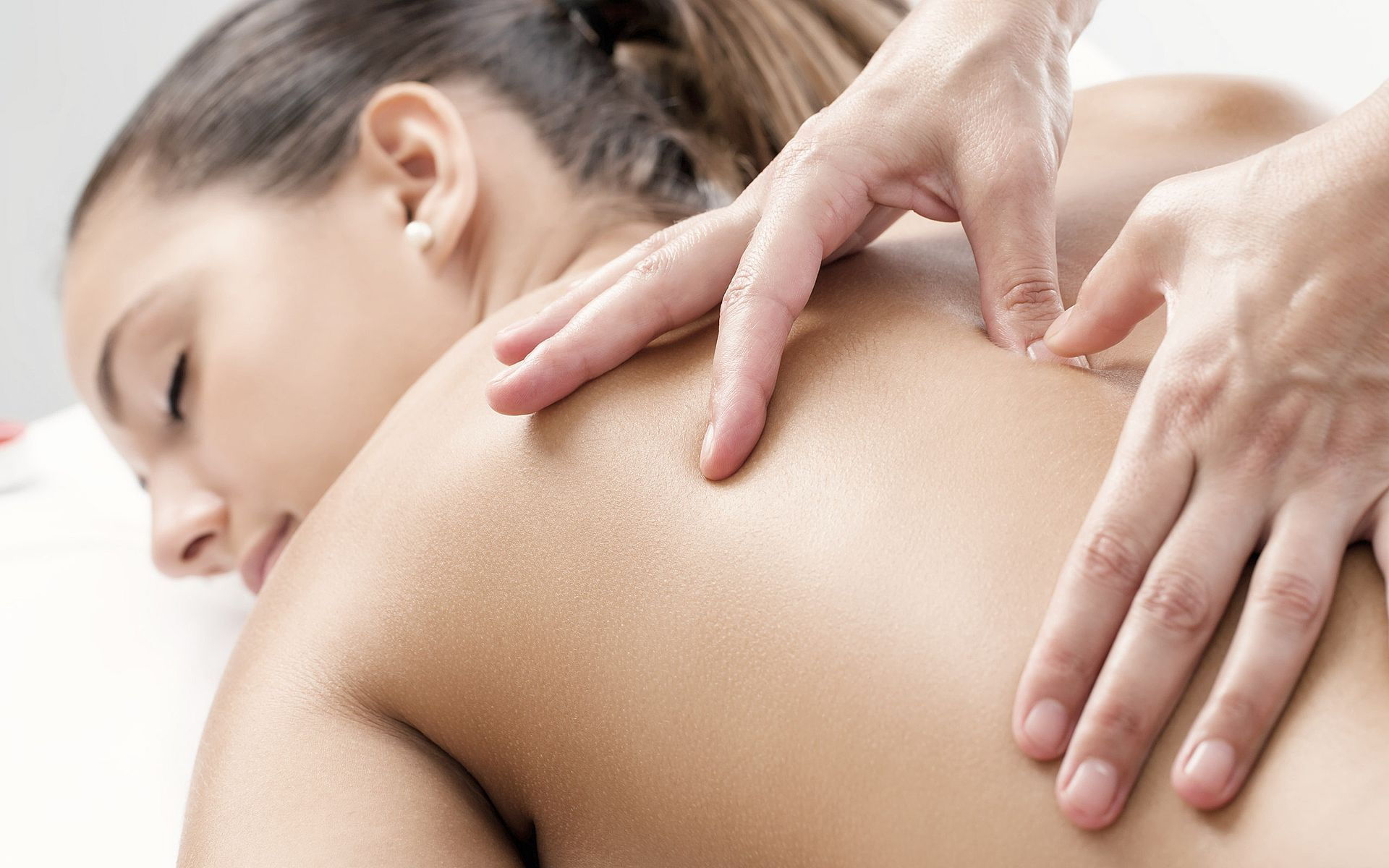 Massages, treatments and packages in the spa